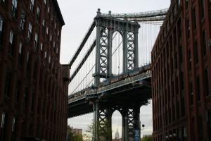 Between two buidlings, a bridge