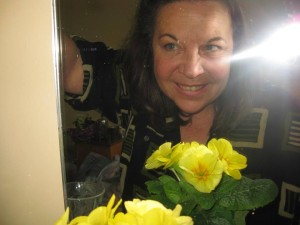 selfie with yello primroses